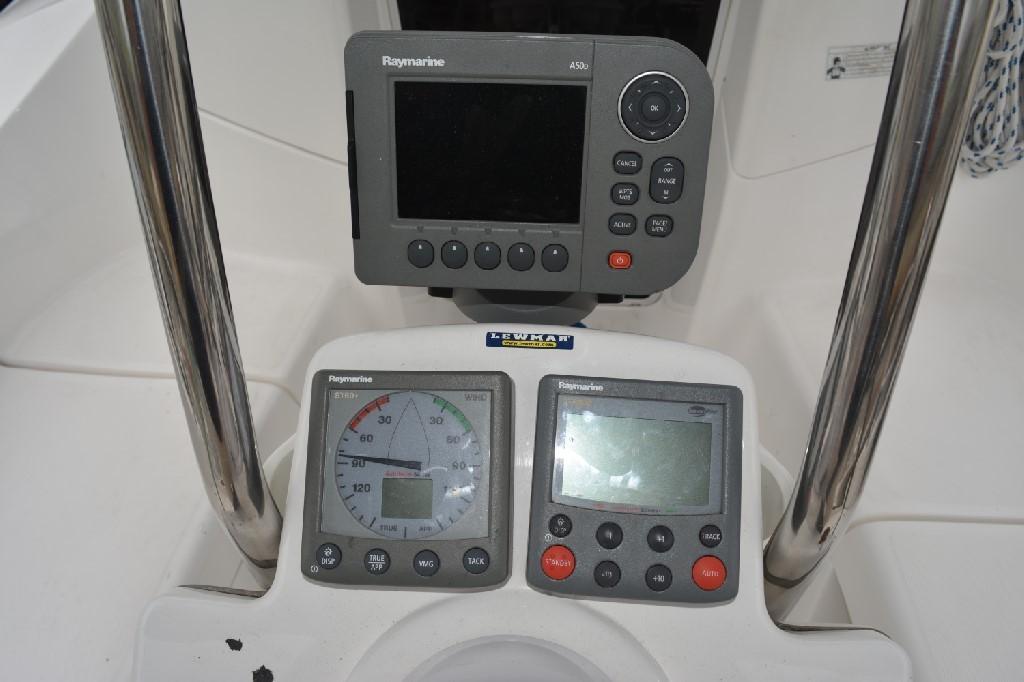 Hunter 33 - Electronics