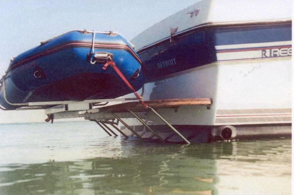 SwimPlatform / Dinghy