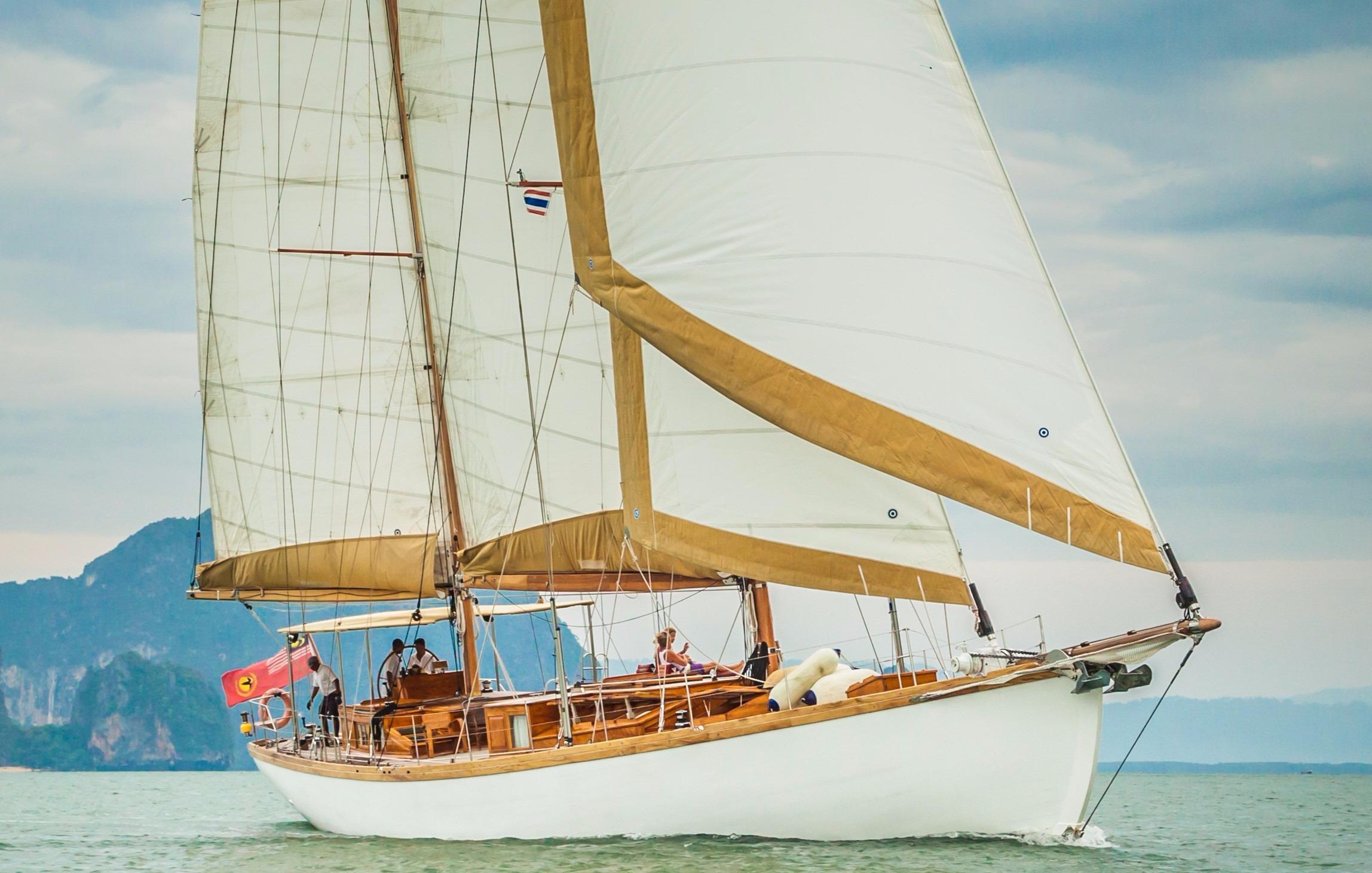 Custom Build Sailing Yacht Aventure