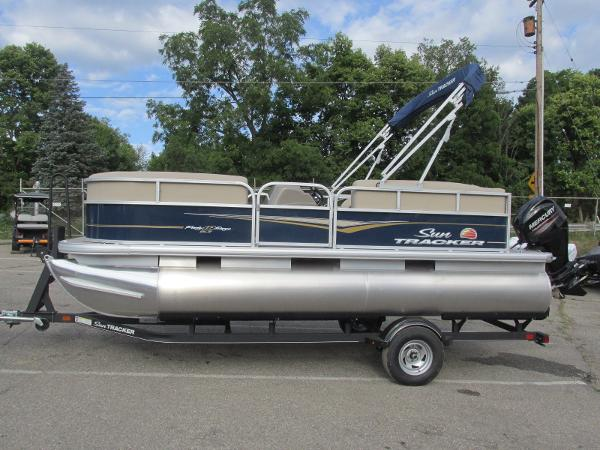 2020 Sun Tracker boat for sale, model of the boat is Party Barge 18 DLX & Image # 1 of 18