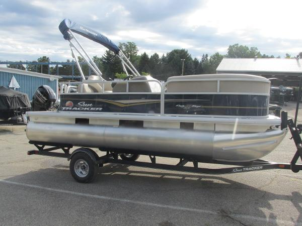 2020 Sun Tracker boat for sale, model of the boat is Party Barge 18 DLX & Image # 2 of 18