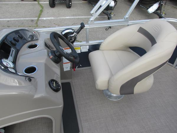 2020 Sun Tracker boat for sale, model of the boat is Party Barge 18 DLX & Image # 11 of 18