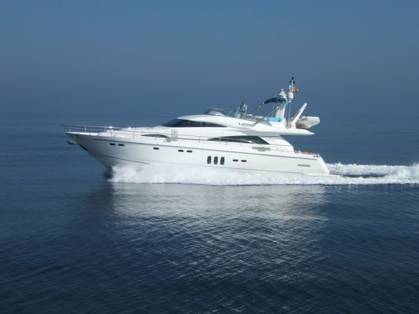 Fairline Squadron 68. Length: 20.73 meter. Model Year: 2008. Price: £1500000