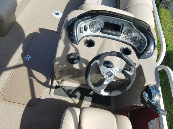 2020 Sun Tracker boat for sale, model of the boat is PARTY BARGE® 22 XP3 & Image # 6 of 7