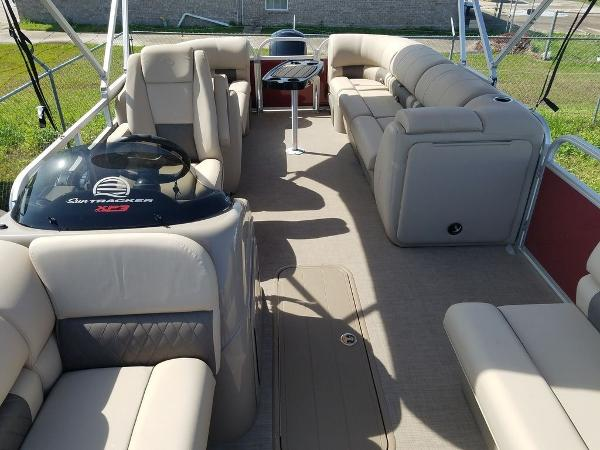2020 Sun Tracker boat for sale, model of the boat is PARTY BARGE® 22 XP3 & Image # 7 of 7