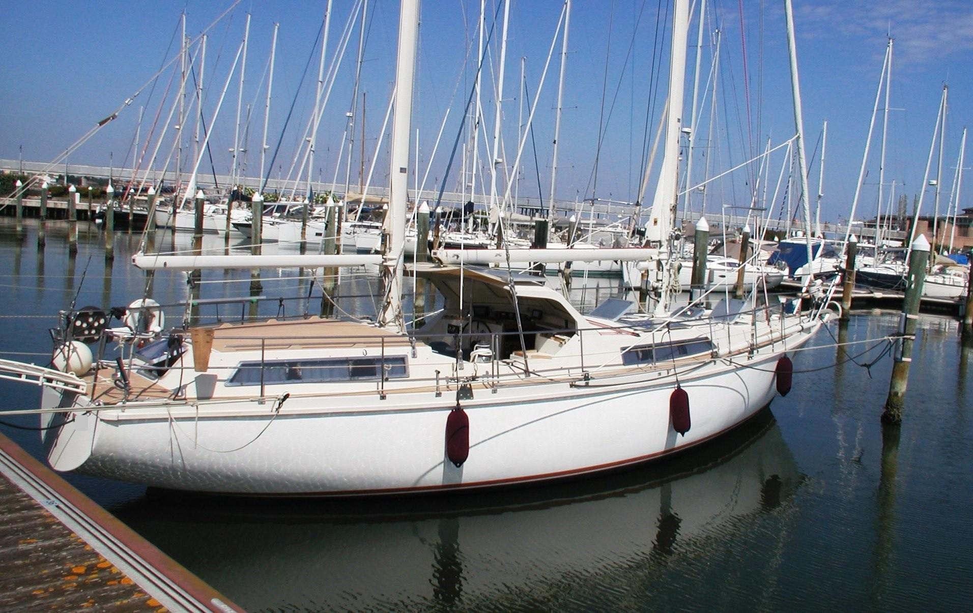 45 Amel 1986 Emilia Romagna | Denison Yacht Sales