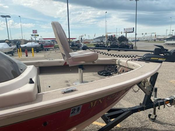 2001 Smoker Craft boat for sale, model of the boat is Pro Mag 161 & Image # 7 of 10