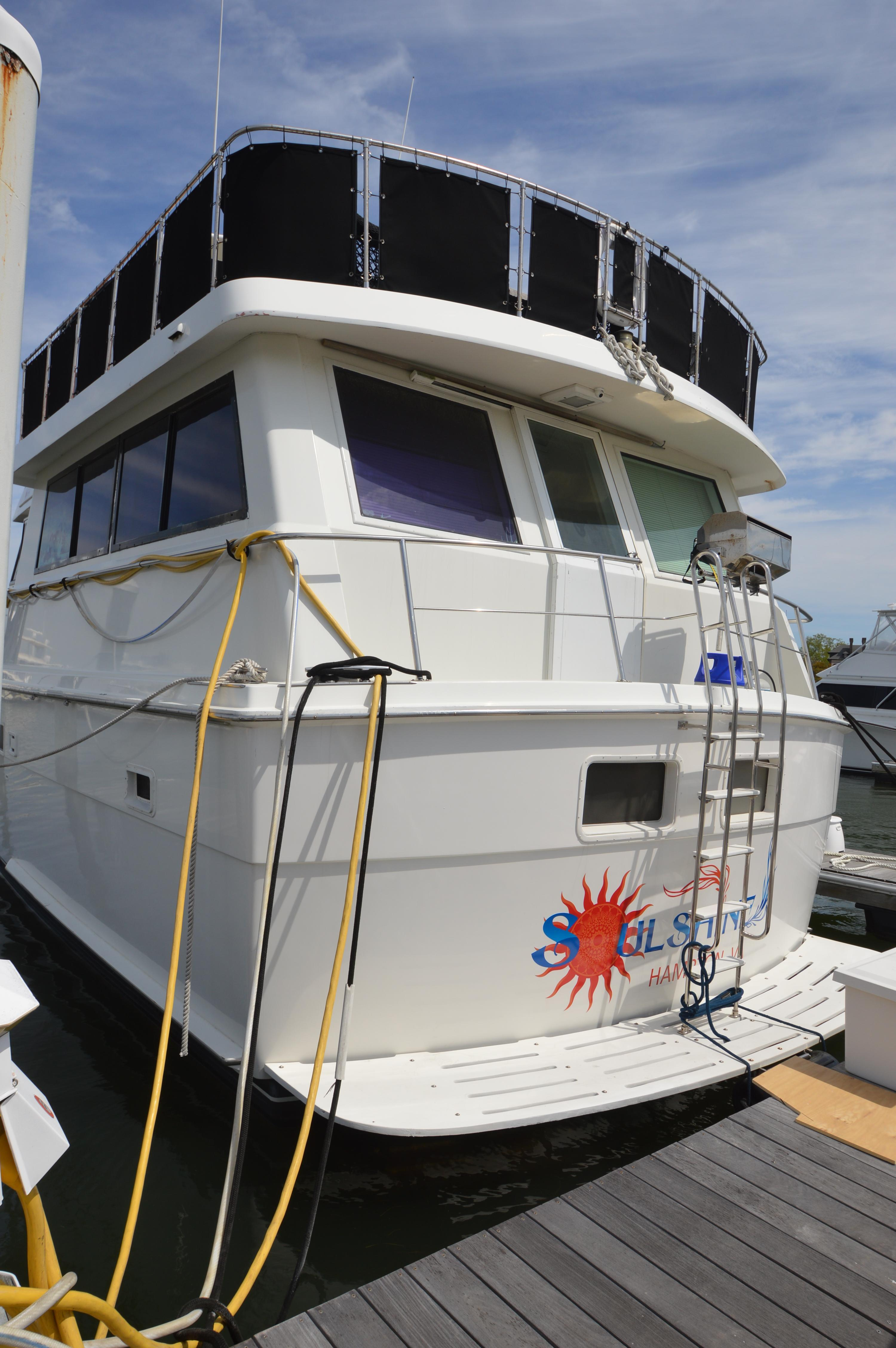1990 Hatteras 54 ED, port stern