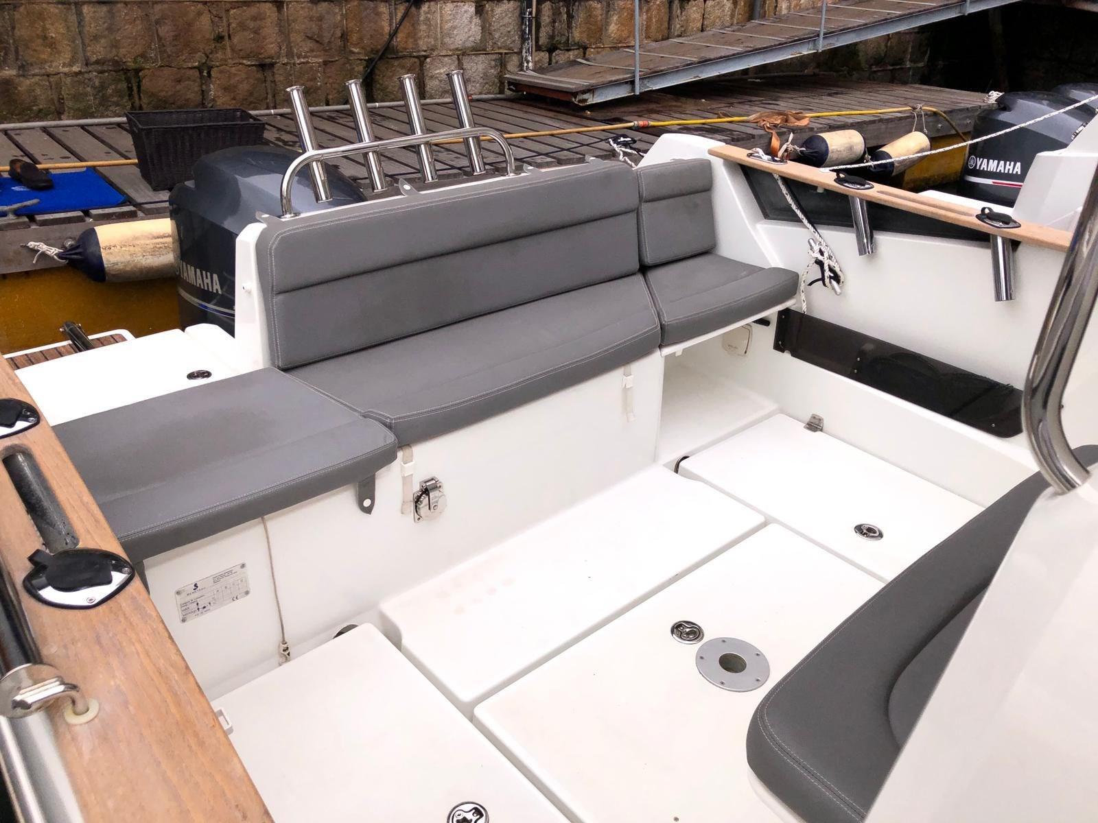Beneteau Barracuda 7 Cockpit