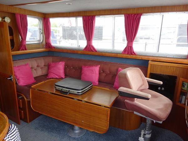 Corvette 320 - Saloon Seating