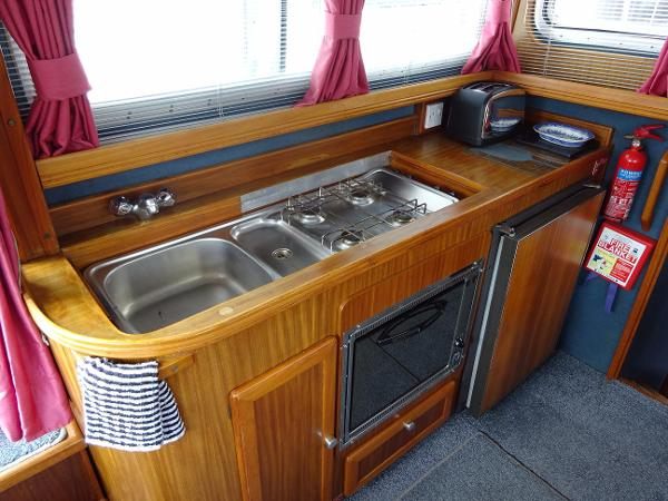Corvette 320 - Galley