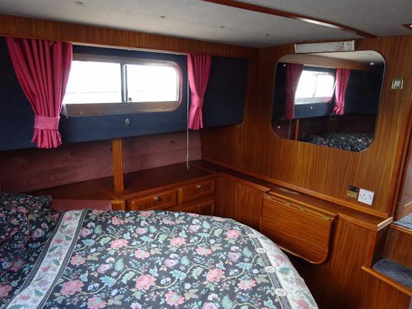 Corvette 320 - Master Cabin