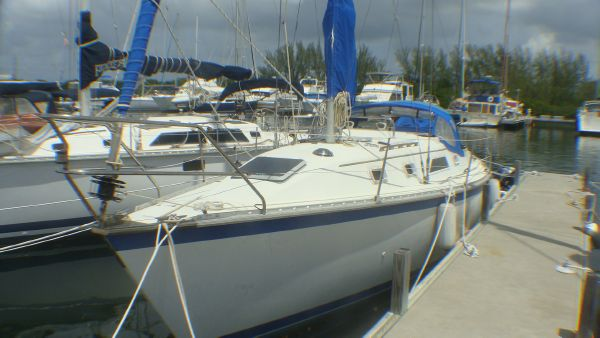Hunter Hunter 31 Cruisers. Listing Number: M-3692256 31' Hunter Hunter 31