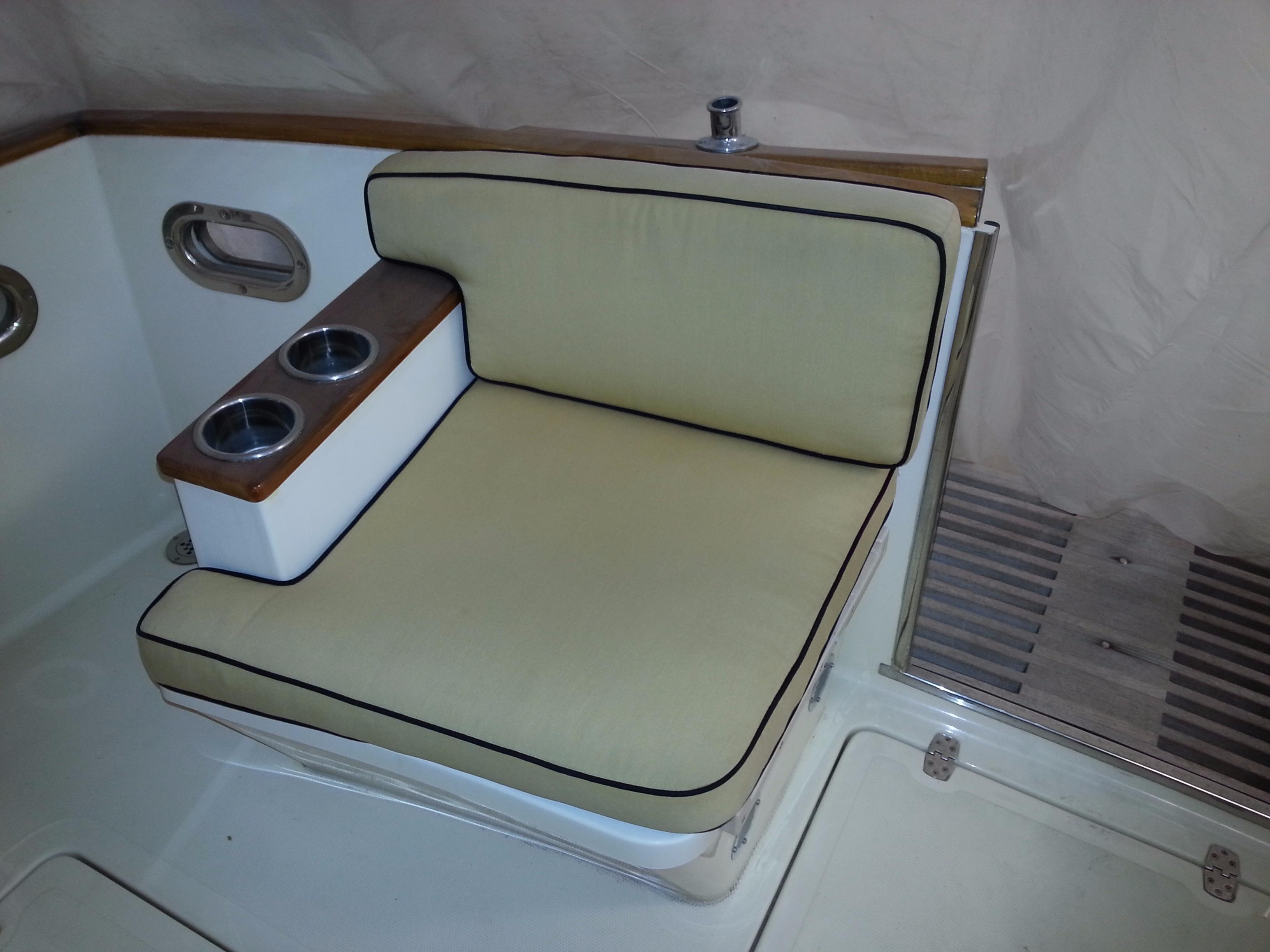 Aft Cockpit Seat - Door Open