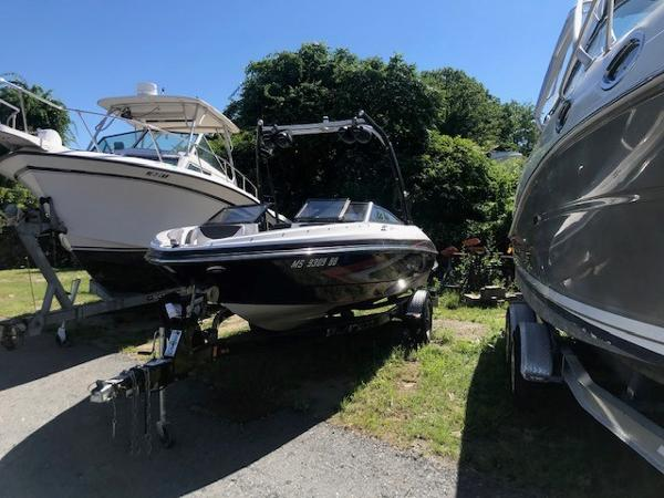 2013 Larson boat for sale, model of the boat is LSR 2000 IO & Image # 1 of 6
