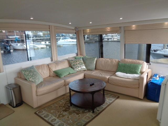 Viking Motor Yacht - Aft Salon
