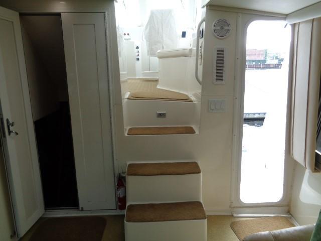 Viking Motor Yacht - Steps To Helm