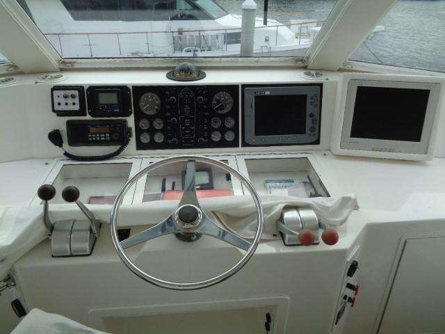 Viking Motor Yacht - Helm