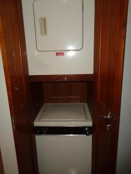 Viking Motor Yacht - Washer And Dryer