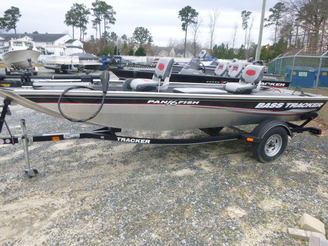 2015 Tracker Boats boat for sale, model of the boat is Panfish 16 & Image # 1 of 7