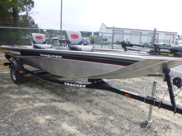 2015 Tracker Boats boat for sale, model of the boat is Panfish 16 & Image # 2 of 7