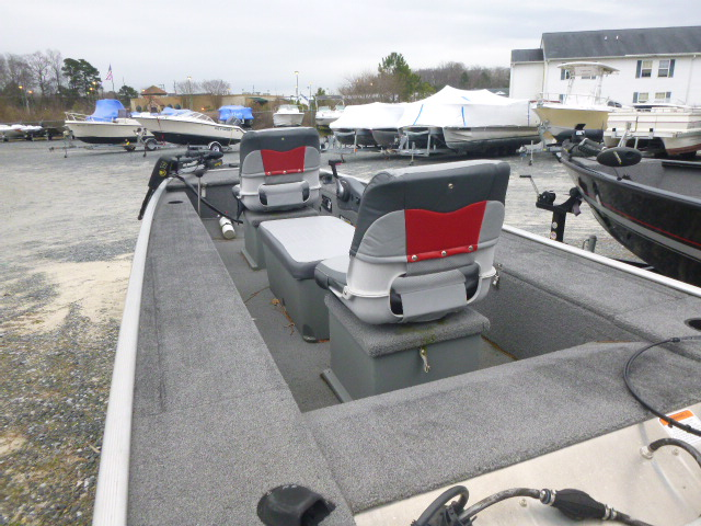 2015 Tracker Boats boat for sale, model of the boat is Panfish 16 & Image # 3 of 7