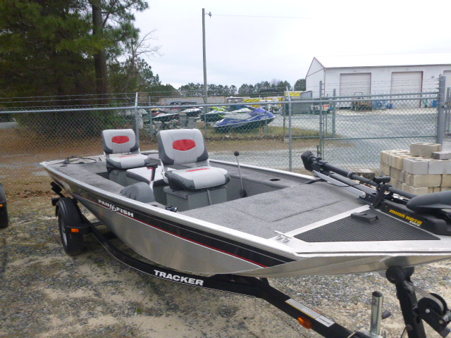 2015 Tracker Boats boat for sale, model of the boat is Panfish 16 & Image # 6 of 7