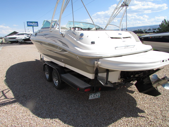 2006 Sea Ray boat for sale, model of the boat is 240 Sundeck & Image # 14 of 26