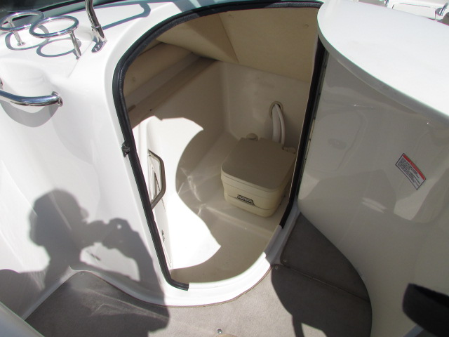 2006 Sea Ray boat for sale, model of the boat is 240 Sundeck & Image # 21 of 26
