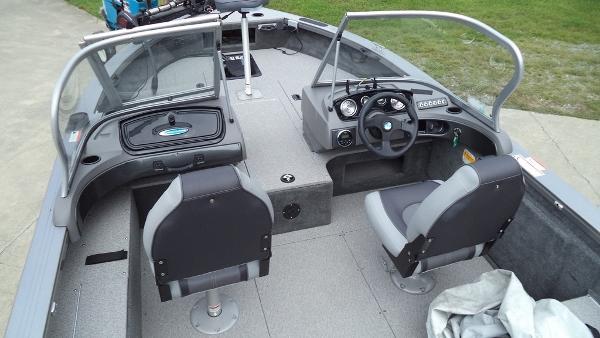 2015 Crestliner boat for sale, model of the boat is Fish Hawk 1750 & Image # 2 of 7