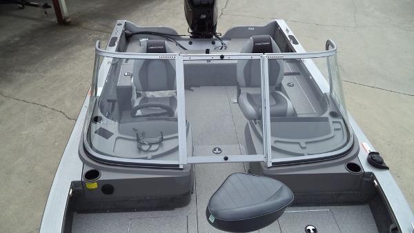 2015 Crestliner boat for sale, model of the boat is Fish Hawk 1750 & Image # 3 of 7