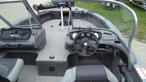 2015 Crestliner boat for sale, model of the boat is Fish Hawk 1750 & Image # 7 of 7