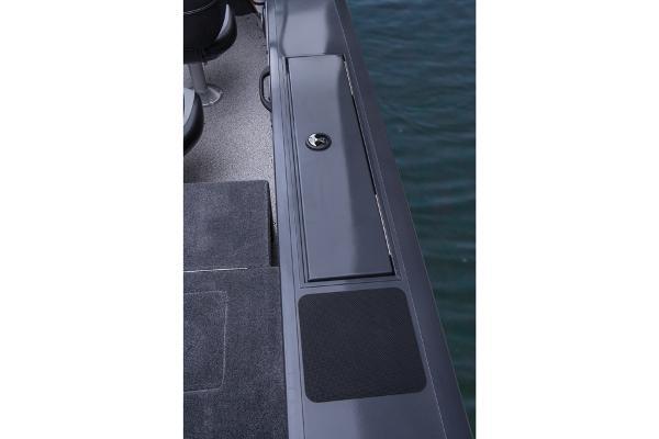 2014 Tracker Boats boat for sale, model of the boat is Targa V-18 Combo & Image # 11 of 38