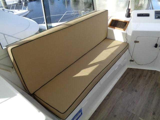 Hyatt 51 Motor Yacht - bridge seating port