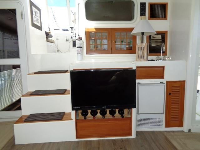 Hyatt 51 Motor Yacht - smart TV, wine storage