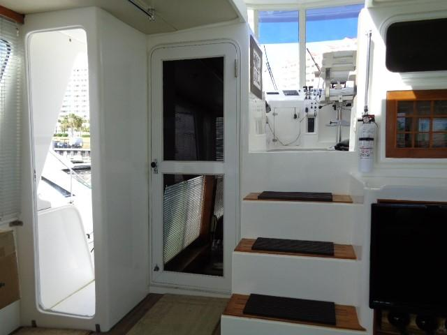 Hyatt 51 Motor Yacht - steps to bridge