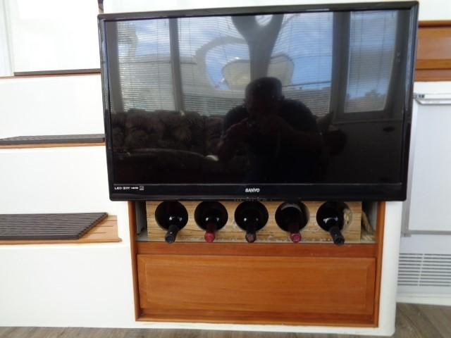 Hyatt 51 Motor Yacht - smart TV, aft salon