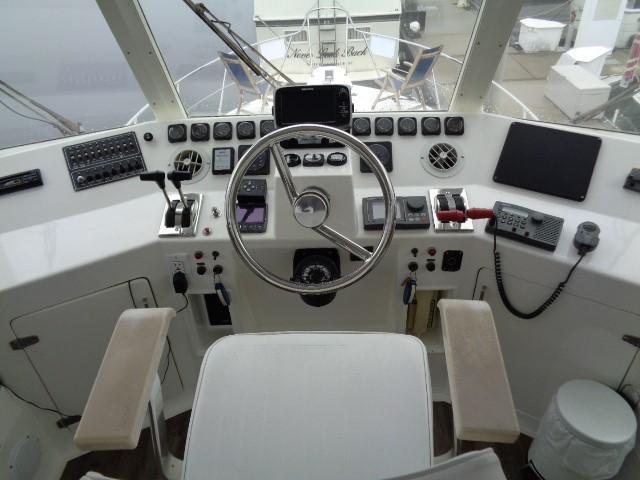 Hyatt 51 Motor Yacht - capt view
