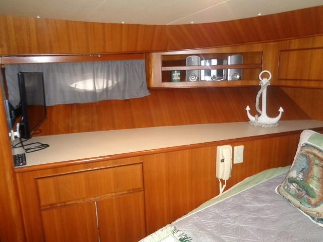 Hyatt 51 Motor Yacht - guest to port
