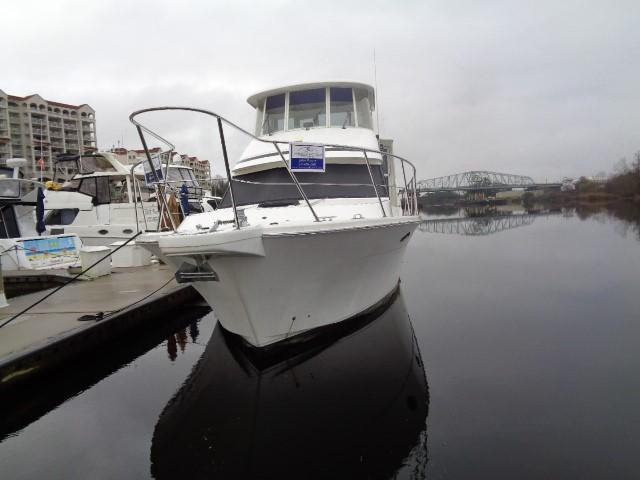 Hyatt 51 Motor Yacht - Front Starboard