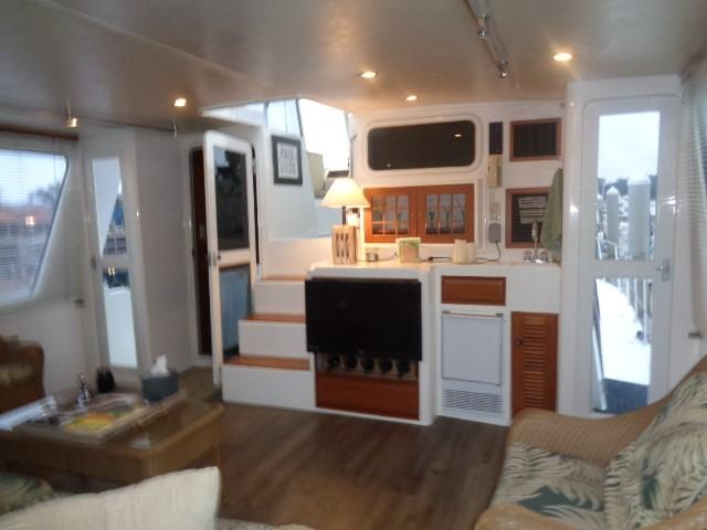 Hyatt 51 Motor Yacht - aft salon forward