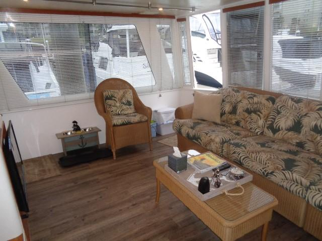 Hyatt 51 Motor Yacht - aft salon to starboard