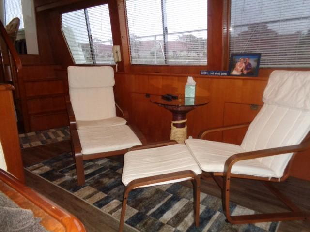 Hyatt 51 Motor Yacht - salon to port stern
