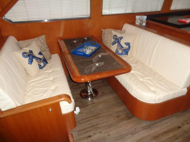 Hyatt 51 Motor Yacht - Dining, mid ship to starboard