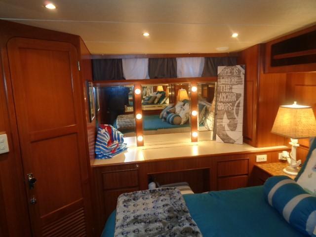Hyatt 51 Motor Yacht - Master stateroom to starboard