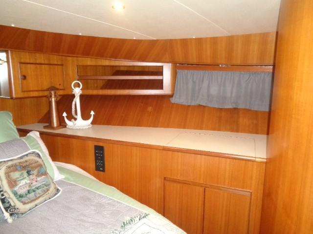 Hyatt 51 Motor Yacht - Quest Forward starboard