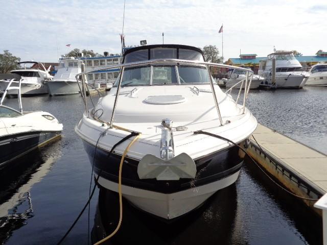 Monterey 302 Cruiser - Bow