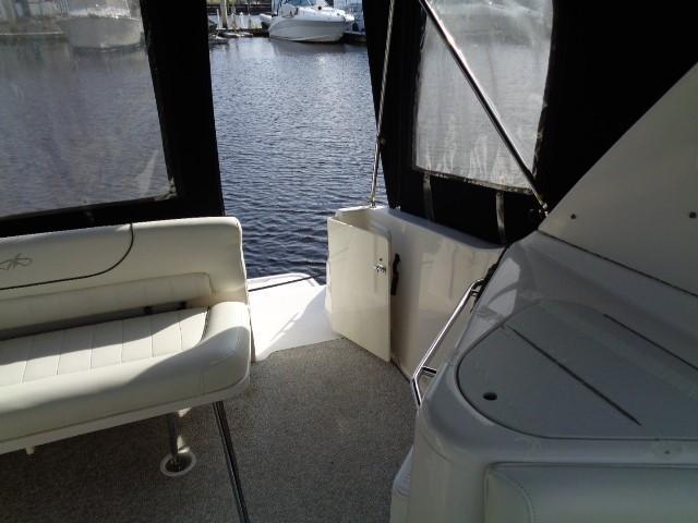 Monterey 302 Cruiser - Cockpit