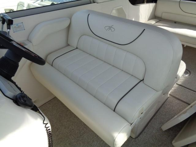 Monterey 302 Cruiser - seating