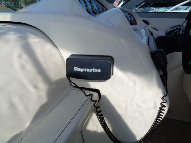 Monterey 302 Cruiser - Radio